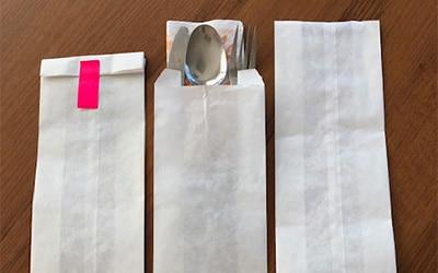 Опаковки на бели пликове за прибори и полубагети